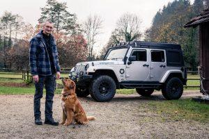 Tierphysiotherapie Kandertal - Thorsten Hachmann mit Hund und Jeep